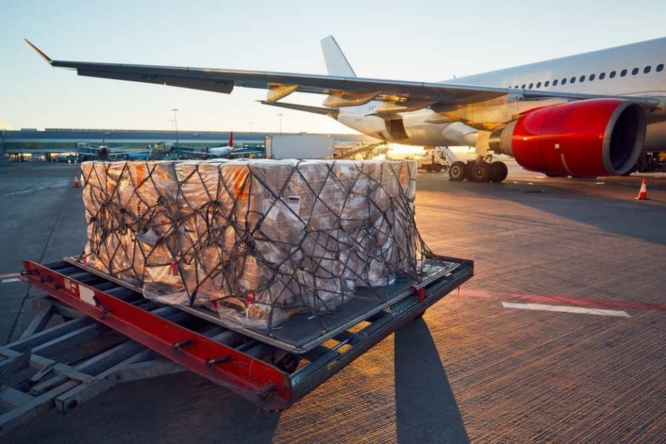 Keeping the airfield operational for Cargo business? Count on MULTI ELECTRIC.